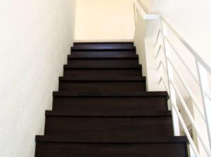 1Fから見上げる階段